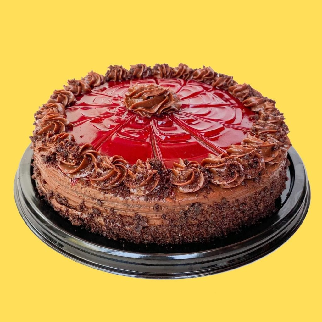 Pastel de chocolate con cubierta de fresa